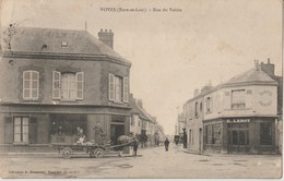 VOVES ( Eure Et Loir ) - Rue Du Voisin. Pharmacie. Sabots Galoches E. Leroy. Charrette Tirée Par Un Cheval. - Otros Municipios