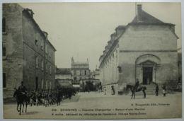 MILITARIA - SOISSONS Caserne Charpentier Retour D'une Marche - Soissons