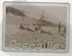 VENDEE - PHOTOGRAPHIE SUR LA PLAGE DE JARD SUR MER AVEC MOULIN A VENT - Sept. 1903 - PHOTO 11 X 7.5 SUR CARTON 12 X 9 Cm - Places