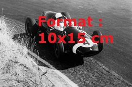 Reproduction D'une Photographie De Stirling Moss Au Volant D'une Cooper-Climax T-51 Au Grand Prix Du Portugal En 1959 - Reproductions