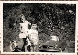 Photo Originale Voiture à Pédales Ou Voiture Mercedes 190 SL électrique Pour Enfants & Patinette Vers 1950/60 - Automobiles