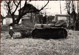 Photo Originale Ancien Bulldozer & Enfant Sur Un Terrain Vers 1960 - Auto's