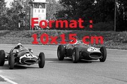 Reproduction D'une Photographie D'une Ferrari 246 Et Une Cooper-Climax T51 En Course Au G.P D'Italie En 1959 - Reproductions