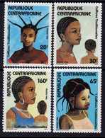 Centrafricaine N° 722 / 25 XX Coiffures Féminines Traditionnelles,  La Série Des 4 Valeurs Sans Charnière, TB - Centrafricaine (République)