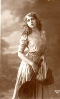 CPA  -   Jeune Fille Avec Mandoline     - écrite - Women