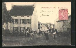 CPA Lacanche, Rue De La Gare, Rue De La Gare Avec Des Passants - France