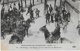 AY : Révolution En Champagne-Un Barrage  - Les Dragons  Font Faire Demi Tour Aux Manifestants Avril  1911 - Ay En Champagne