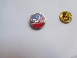 Beau Pin's , Transport Camion , Les Routiers , En EGF , Signé Eole - Transportes
