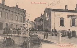 Rare Cpa Venerque Entrée De La Grande Rue Très Animée - Altri Comuni