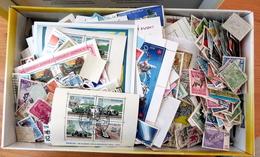 All-the-World 1400 Grams Of Loose Paperfree Stamps In Ashoe Box , Mixed MNH/LH/VFU , Many Souvenir Sheets - Lots & Kiloware (min. 1000 Stück)