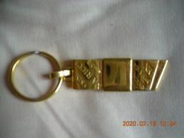 BIJOU DE SAC NINA RICCI PLAQUE OR - Jewels & Clocks