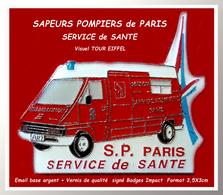 SUPER PIN'S SAPEURS POMPIERS De PARIS : SERVICE De SANTE Avec Visuel TOUR EIFFEL En émail Base ARGENT + Glaçage  3,5X3cm - Brandweerman