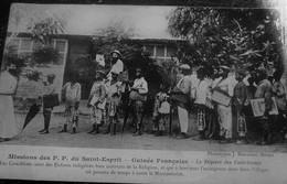 CPA Guinée Française MISSIONS DES P.P. DU ST ESPRIT DÉPART DES CATÉCHISTES Carte Postale Afrique Guinée Ex Colonie - Guinée Française