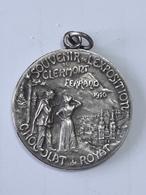 Medaille Pendantif Souvenir De L'exposition Clermont Ferrand 1910 - Chocolat De Royat - Madame De Sevigné ... Lot60 . - Non Classés