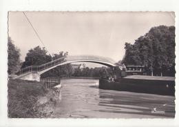 PONT - CHALONS SUR MARNE - PASSERELLE SUR LE CANAL - N/B - PHOTO VERITABLE - Puentes