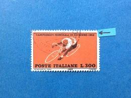 1962 ITALIA VARIETA CICLISMO 300 LIRE FRANCOBOLLO USATO ITALY STAMP USED COLORE ROSSO SPOSTATO IN ALTO - 6. 1946-.. Repubblica