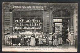LILLE: Gros Plan Sur La Devanture De La Maison Delsalle De Bruyn, Et Belle Animation - Lille