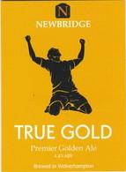 NEWBRIDGE BREWERY  (BILSTON, ENGLAND) - TRUE GOLD PREMIER GOLDEN ALE - PUMP CLIP FRONT - Letreros
