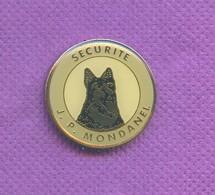 Rare Pins Chien Securite Jp Mondanel K582 - Animaux