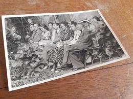 KOBLENZ - SCHLOSS STOLZENFELS - SIE LAUSCHEN DEM KONZERT IM SCHLOSSHOF - 1949 - DAMENMODE - Orte