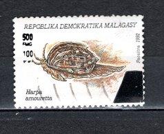 MADAGASCAR N° 1681AC  SURCHARGE LOCALE OBLITERE   COTE  ? €   MOLLUSQUE ANIMAUX   VOIR DESCRIPTION - Madagascar (1960-...)