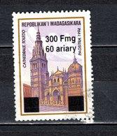 MADAGASCAR N° 1681M  SURCHARGE LOCALE OBLITERE   COTE  ? €  EGLISE   VOIR DESCRIPTION - Madagascar (1960-...)