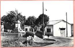 Cazaugitat - Le Monument Aux Morts Et Le Foyer  Cachet Rond Pointillé Au Dos Parfait état - Autres Communes