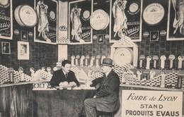 """CPA Publicitaire Publicité (69) Foire De LYON Stand Produits """"EVAUS"""" Réglisse Maison AUBINEL à NARBONNE (11)  (2 Scans) - Advertising"""