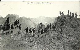 CPA CHASSEURS ALPINS Dans La Montagne, Militaria, Maneuvres - Regiments