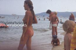 Diapositive Photo - Femme Naturiste Sur La Plage De Pampelonne - Nue Nude Fkk - Nus Artistiques (1960-…)