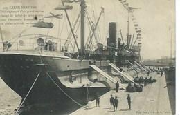 Calais - Déchargement D'un Grand Navire Chargé De Balles De Laine Provenant D'Australie - Calais
