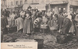 CPA - Poissonnières Lavant Le Poisson - Quai Du Port - Marseille - Pêche