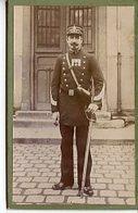PHOTOGRAPHIE PAPIER SUR CARTON FORT VERS 1900 MILITAIRE GENDARME DOUANIER ? IV3 SUR LE COL - Guerra, Militari