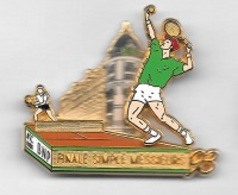 Pin's  Double  Moule, Sport  Ténnis  ROLAND  GARROS, FINALE SIMPLE MESSIEURS  93  Avec La  Banque  B N P  Signé  Ballard - Tennis