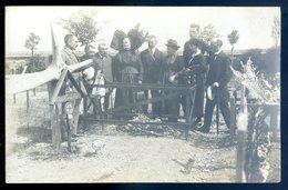 Cpa Carte Photo -- Alsace -- Autour De Deux Tombes -- Le Gorju Et Lann Lenard Birmingham Aviateur Hélice  DEC19-45 - A Identifier