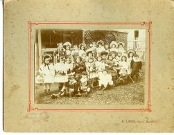 LANGON 33 PHOTO PAPIER SUR CARTON FORT DEBUT 20è ECOLE SAINT-EXUPERY GROUPE D'ECOLIERS COSTUMéS - Luoghi