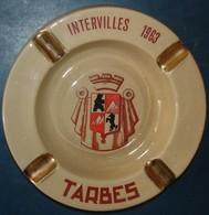 INTERVILLES 1963,TARBES,avec Blason.Cendrier Porcelaine,diamétre Environ 15 Cms - Porzellan