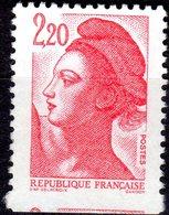 MARIANNE 2427...variété De Piquage Timbre Plus Long Que La Normale - France