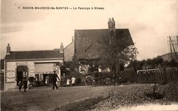 """Roche Maurice Les Nantes - Le Passage à Niveau - """" Buvette Café Dépôt De Pain Charcuterie """" - Ligne Chemin De Fer - Nantes"""