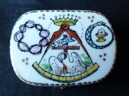 Boite En Porcelaine Sur Le Thème De La Franc- Maçonnerie ( L. X. Limoges ) - Religión & Esoterismo