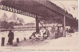 33 - ARCACHON - LE MOULLEAU - SUR LA PLAGE A L OMBRE DE L EMBARCADERE - Arcachon