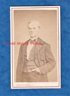 Photo Ancienne CDV Vers 1870 - MONTLUCON - Portrait Notable Personnalité à Identifier - Costume - Photographe R. Millet - Anciennes (Av. 1900)
