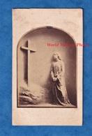 Photo Ancienne CDV Vers 1860 1870 - Représentation à Identifier - Vierge Marie ? Croix Du Christ - Art Sculpture ? - Anciennes (Av. 1900)