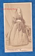 Photo Ancienne CDV Vers 1865 - PAU - Portrait De Dolores GARCIA - Photographe L. Subercaze Robe Mode Voile Femme - Anciennes (Av. 1900)