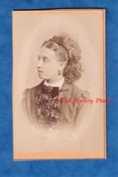 Photo Ancienne CDV - NEUTITSCHEIN - Portrait Fille / Femme - 1872 - Photographe August Thiry Collier Coquillage Coiffure - Anciennes (Av. 1900)