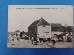 Environs De Vitrey Rosières Sur Mance Personnes Et Vaches Sur La Place De La Fontaine Saône Franche Comté - Altri Comuni