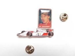 Superbe Pin's En Relief , Auto Honda , F1 , Formule 1 , Carburant SHELL , Tabac Marlboro , M. Hakkinen , Peugeot - F1
