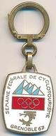 Porte-clefs Métallique Xèmes Jeux Olympiques D'Hiver De GRENOBLE 1968  Olympic Games 68 Semaine  Cyclotourisme 1967 - Autres