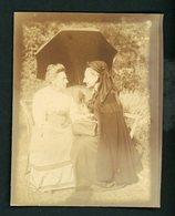 PHOTO ORIGINALE (ALBUNINÉ 8X10)  - PORTRAIT DE 2 FEMMES EN PLEINE CONVERSATION - Anciennes (Av. 1900)