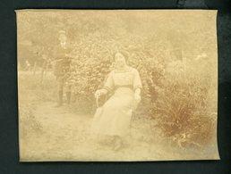 PHOTO ORIGINALE (ALBUNINÉ 8X11)  - HOMME SURVEILLANT SA FEMME - Anciennes (Av. 1900)